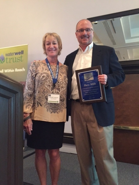 Margaret presenting Buzz Mills with Distributor BOD Plaque